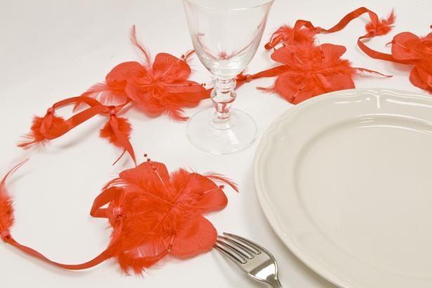 guirlande de fleurs plume rouge d coration anniversaire et f tes th me sur vegaoo party. Black Bedroom Furniture Sets. Home Design Ideas