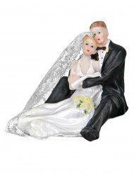 Couple de mariés enlacés en résine