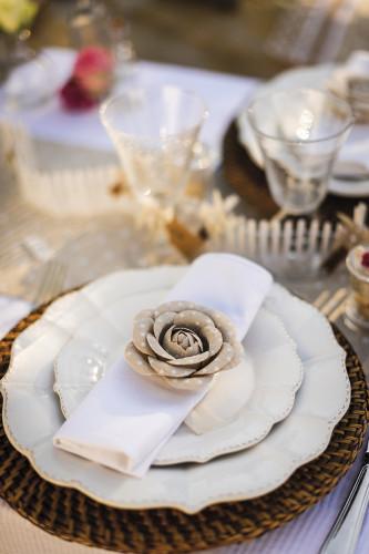 2 Roses en lin à pois blancs avec ruban-1