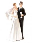 Couple de mariés avec coupes de champagne