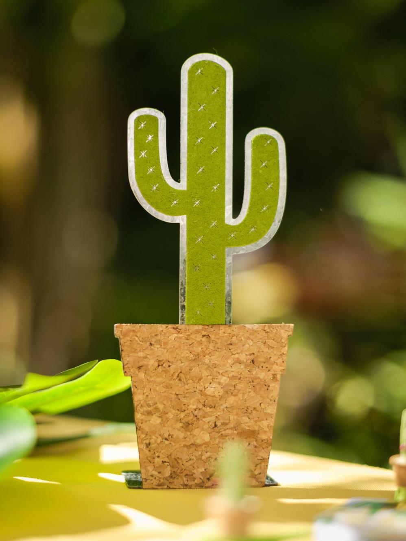 Decoration De Table Halloween : Décoration de table cactus en métal