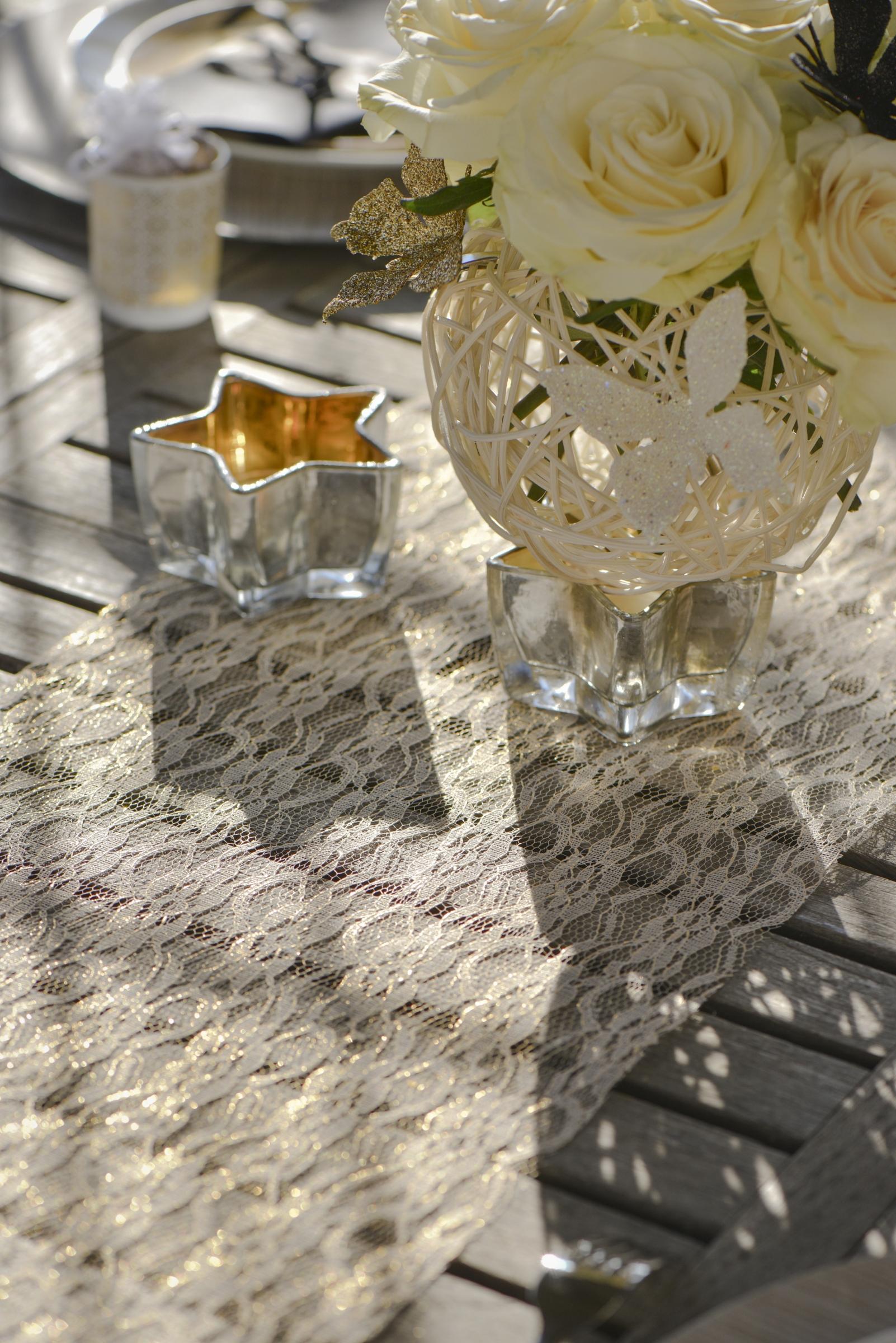chemin de table en dentelle lurex dor 28 cm x 5 m. Black Bedroom Furniture Sets. Home Design Ideas
