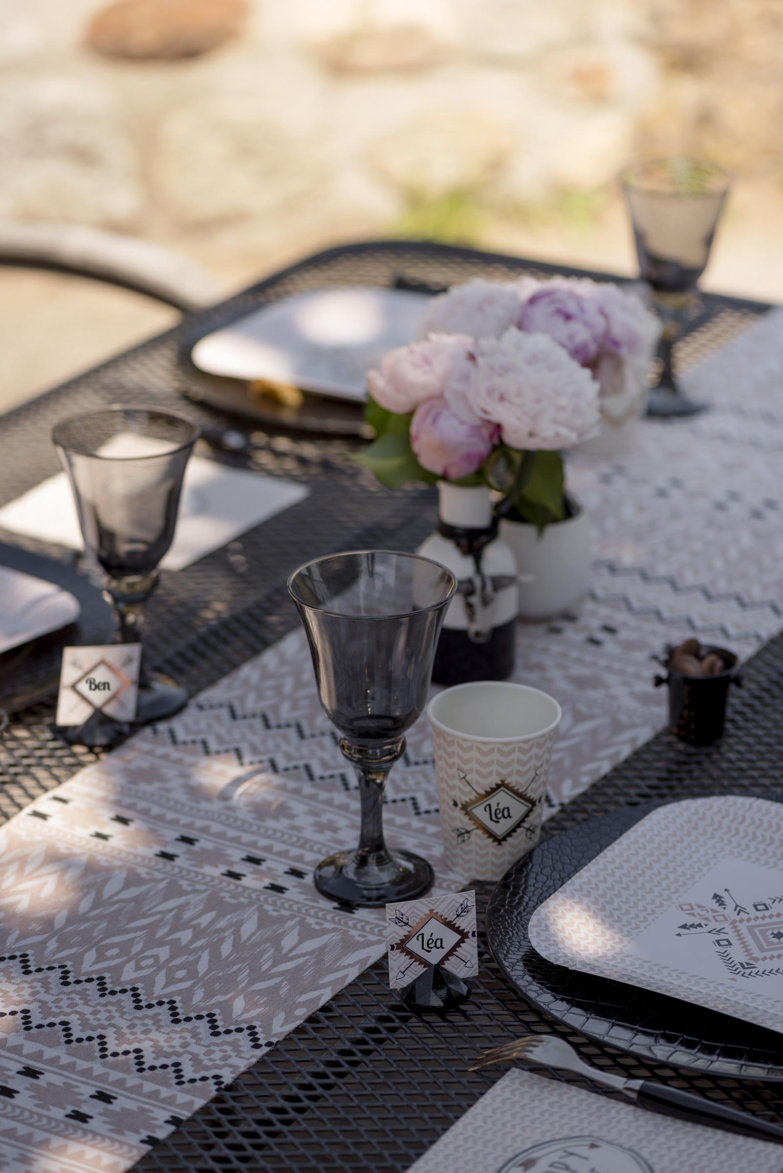 chemin de table en coton ethnique rose poudr 28 cm x 3 m. Black Bedroom Furniture Sets. Home Design Ideas