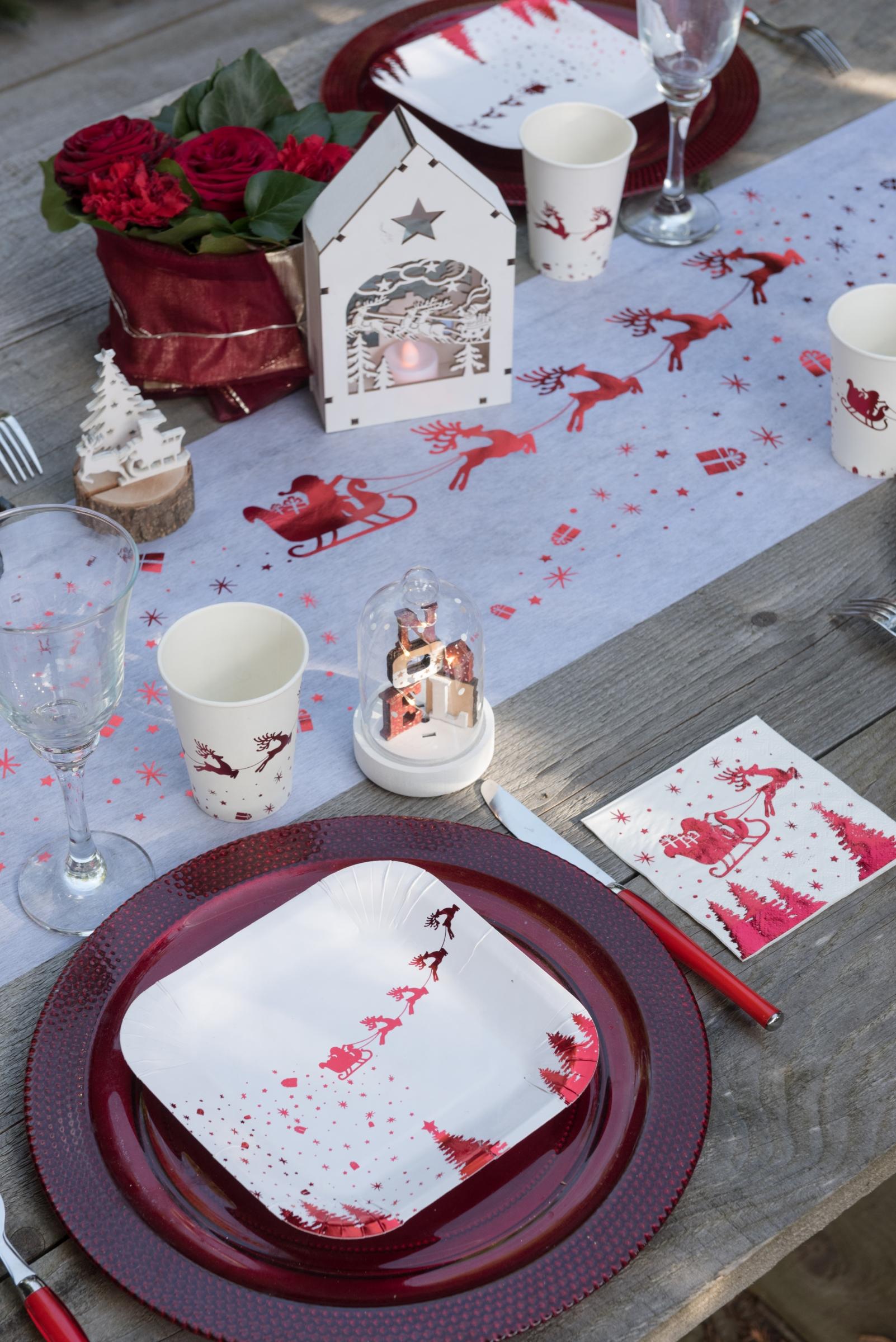10 gobelets en carton tra neau du p re no l blanc et rouge. Black Bedroom Furniture Sets. Home Design Ideas