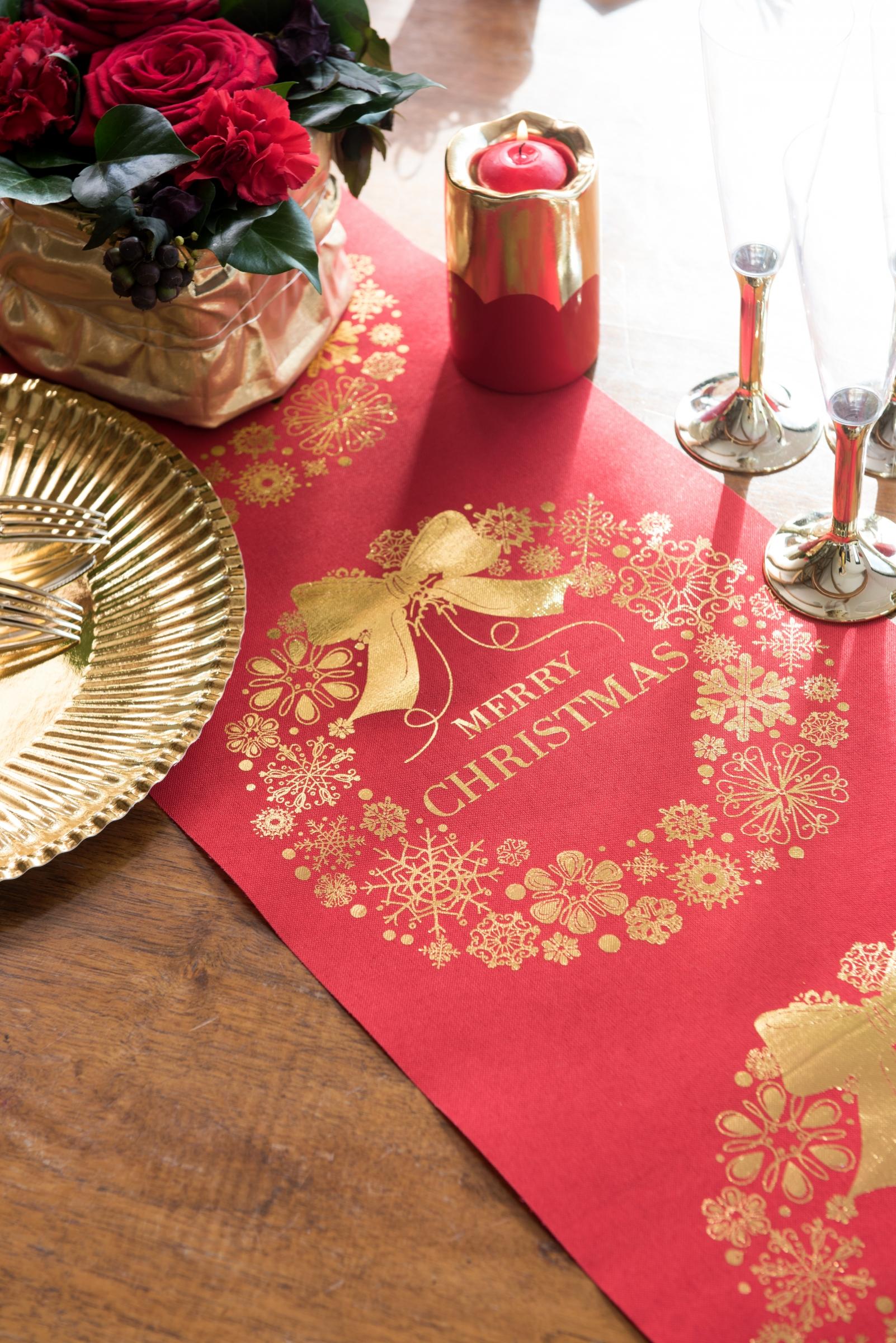 chemin de table merry christmas en tissu rouge et dor 3 m. Black Bedroom Furniture Sets. Home Design Ideas