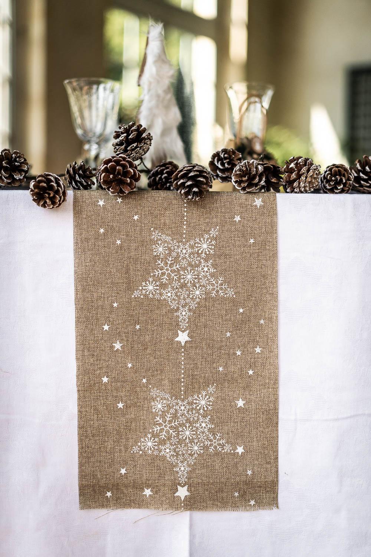 chemin de table en lin constellation blanche 28 cm x 3 m d coration anniversaire et f tes. Black Bedroom Furniture Sets. Home Design Ideas