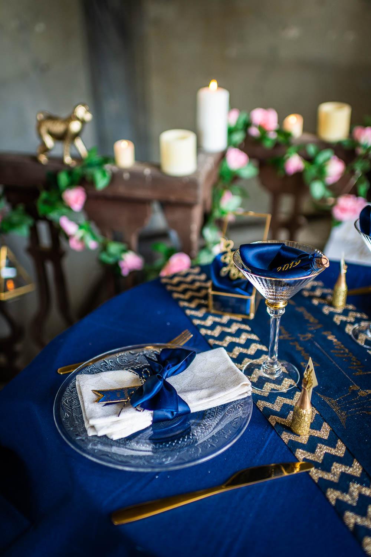 chemin de table en lin bleu et or 28 cm x 3 m d coration anniversaire et f tes th me sur. Black Bedroom Furniture Sets. Home Design Ideas