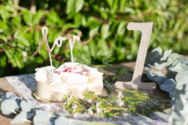 Centre de table chiffre 1 bois pailleté champagne 20 cm-1