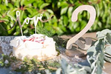 Centre de table chiffre 2 bois pailleté champagne 20 cm-1
