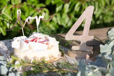 Centre de table chiffre 4 bois pailleté champagne 20 cm-1