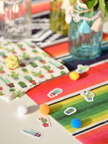 50 Confettis de table en papier cactus Mexique 2 à 4 cm-1