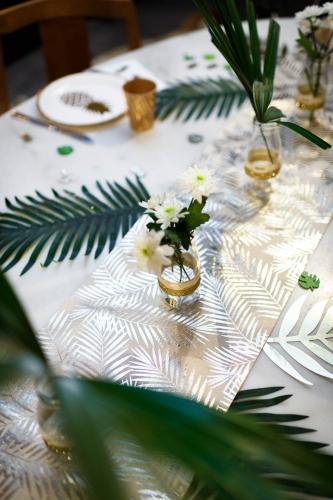 Chemin de table en lin palmier doré 28 cm x 5 m-1