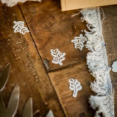 100 Confettis en kraft feuilles ivoire et bronze 3 x 2,5 / 1,5 cm-1