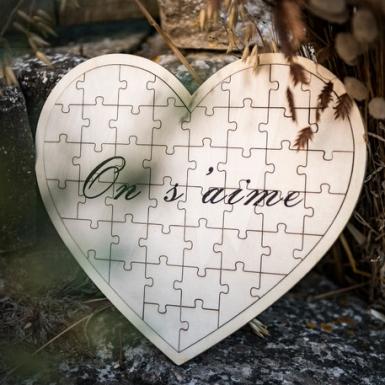 Livre d'or puzzle cœur en bois On s'aime 27 x 30 cm-1