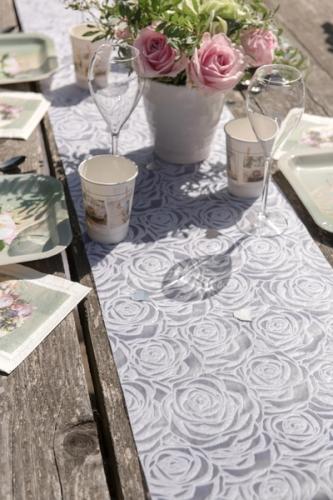 Chemin de table en tissu roses blanches 30 cm x 5 m-1