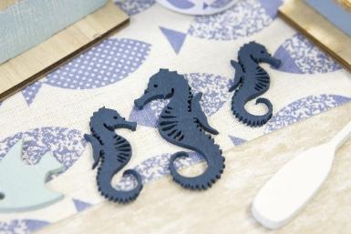 10 Confettis en bois hippocampe bleus 6 et 4,5 cm-1