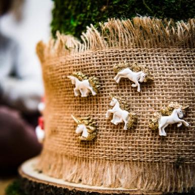 6 Licornes en résine adhésives et paillettes dorées 3 cm-1