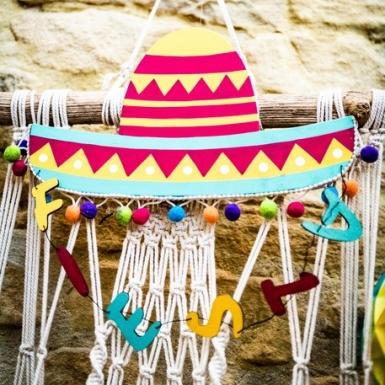 Suspension chapeau mexicain multicolore et pompons 30 x 28 x 0,5 cm-1