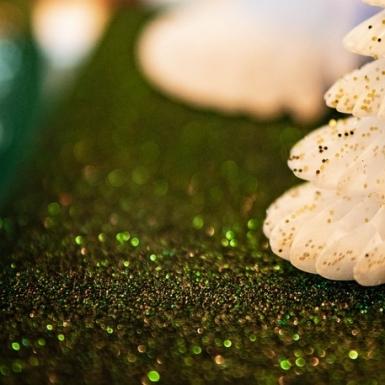 Chemin de table étincelant paillettes vert sapin 28 cm x 3 m-1