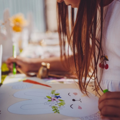 6 Sets de table lapinou à colorier fleurs et dorure 30 x 46 cm-1