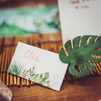 10 Marque-places en carton tropicaux ivoire avec dorure 9 x 5 cm-1