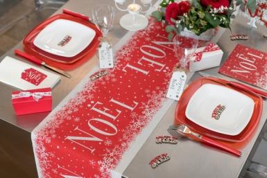 Chemin de table en coton Noël enneigé rouge 3 m x 28 cm-1