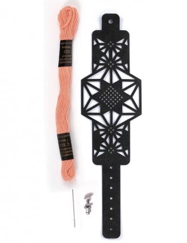 Kit bracelet à broder cuir noir motif étoile-2
