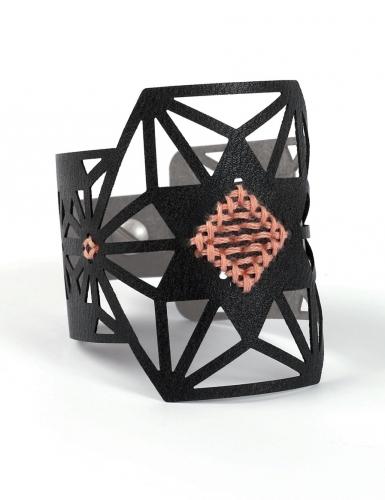 Kit bracelet à broder cuir noir motif étoile-1