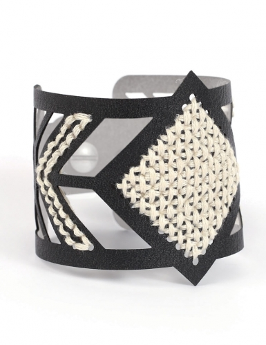 Kit bracelet à broder cuir noir motif losange-1